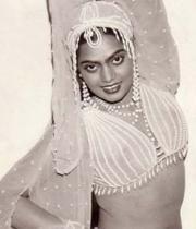 silk-smitha-rare-hot-pics-05