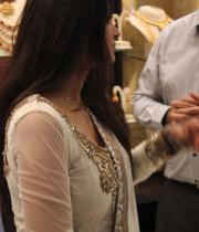 sneha-at-malabar-gold-collections-28