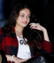 actress-sneha-ullal-latest-photostills-gallery-01_s_561