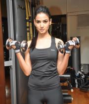 sonal-chauhan-gym-workout-hot-photos-10