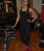 sonal-chauhan-gym-workout-hot-photos-12