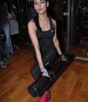 sonal-chauhan-gym-workout-hot-photos-13
