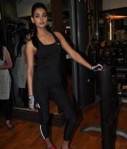 sonal-chauhan-gym-workout-hot-photos-18