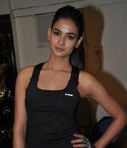 sonal-chauhan-gym-workout-hot-photos-21