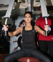 sonal-chauhan-gym-workout-hot-photos-26
