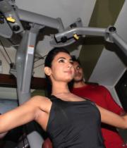 sonal-chauhan-gym-workout-hot-photos-4