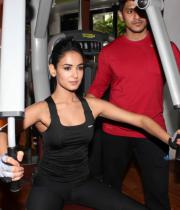 sonal-chauhan-gym-workout-hot-photos-5