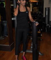 sonal-chauhan-gym-workout-hot-photos-6