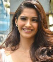actress-sonam-kapoor-latest-images-28_s_110