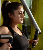 sonia-agarwal-hot-gym-photos-2