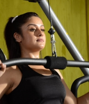 sonia-agarwal-hot-gym-photos-7