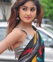 sony-charista-sleeveless-saree-photos-5
