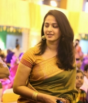 stars-at-ravi-raghavendra-daughter-marriage-photos-21