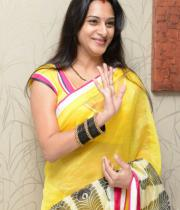 surekha-vani-saree-stills-at-yevadu-press-meet-13