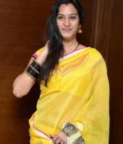 surekha-vani-saree-stills-at-yevadu-press-meet-16
