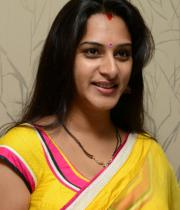 surekha-vani-saree-stills-at-yevadu-press-meet-4