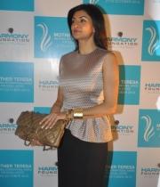 sushmita-sen-at-mother-teresa-memorial-awards-12