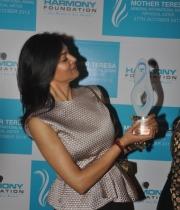 sushmita-sen-at-mother-teresa-memorial-awards-15