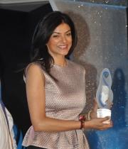 sushmita-sen-at-mother-teresa-memorial-awards-18