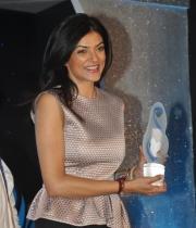 sushmita-sen-at-mother-teresa-memorial-awards-21