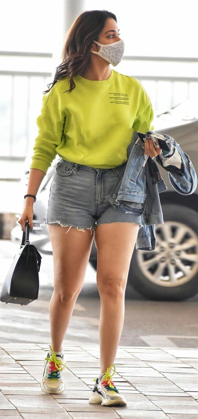 tamannaah-looks-gorgeous-in-mini-shorts_2